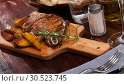 Купить «Appetizing beef steak with potatoes and rosemary», фото № 30523745, снято 18 июня 2019 г. (c) Яков Филимонов / Фотобанк Лори
