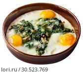 Купить «Fried eggs with spinach, raisins, ham», фото № 30523769, снято 22 апреля 2019 г. (c) Яков Филимонов / Фотобанк Лори