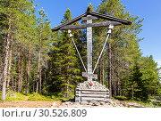 Купить «Wooden memorial cross by the road to Sekirnaya mountain on Bolshoy Solovetsky island, Arkhangelsk region, Russia», фото № 30526809, снято 21 июня 2018 г. (c) Наталья Волкова / Фотобанк Лори