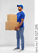 Купить «indian delivery man with parcel boxes in blue», фото № 30527205, снято 12 января 2019 г. (c) Syda Productions / Фотобанк Лори