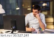 Купить «businessman with computer working at night office», фото № 30527241, снято 25 января 2019 г. (c) Syda Productions / Фотобанк Лори