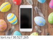 Купить «smartphone with easter eggs and quail feathers», фото № 30527265, снято 15 марта 2018 г. (c) Syda Productions / Фотобанк Лори