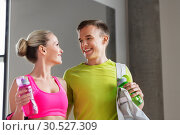 Купить «sportive couple with water bottles and bag in gym», фото № 30527309, снято 29 июня 2014 г. (c) Syda Productions / Фотобанк Лори