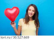 Купить «teenage girl with red heart-shaped balloon», фото № 30527669, снято 29 января 2019 г. (c) Syda Productions / Фотобанк Лори