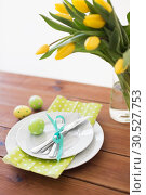 Купить «easter egg, plates, cutlery and tulip flowers», фото № 30527753, снято 15 марта 2018 г. (c) Syda Productions / Фотобанк Лори