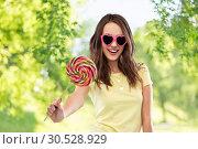 Купить «teenage girl in sunglasses with lollipop», фото № 30528929, снято 29 января 2019 г. (c) Syda Productions / Фотобанк Лори
