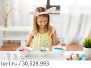 Купить «girl coloring easter eggs by liquid dye at home», фото № 30528993, снято 25 июля 2018 г. (c) Syda Productions / Фотобанк Лори