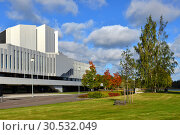Купить «Finlandia Hall, congress and event venue in centre of Helsinki on Toolonlahti Bay, was completed in 1971. Хельсинки, Финляндия», фото № 30532049, снято 27 сентября 2018 г. (c) Валерия Попова / Фотобанк Лори