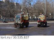 Купить «Многофункциональные коммунальные машины Holder S990 на дороге. Чистопрудный бульвар. Басманный район. Город Москва», эксклюзивное фото № 30535837, снято 11 апреля 2015 г. (c) lana1501 / Фотобанк Лори