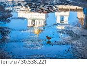 Купить «Весна во Пскове Reflection in a puddle of the Pskov Trinity Cathedral», фото № 30538221, снято 16 февраля 2019 г. (c) Baturina Yuliya / Фотобанк Лори