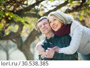 Couple spending time outdoors. Стоковое фото, фотограф Яков Филимонов / Фотобанк Лори
