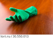 Купить «Green cleaning glove», фото № 30550013, снято 12 ноября 2014 г. (c) Tryapitsyn Sergiy / Фотобанк Лори