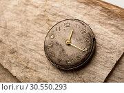 Old clock on a manuscript paper. Стоковое фото, фотограф Tryapitsyn Sergiy / Фотобанк Лори