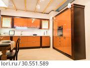 Купить «Spacious kitchen interior», фото № 30551589, снято 11 марта 2015 г. (c) Tryapitsyn Sergiy / Фотобанк Лори