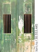 Old door locked. Стоковое фото, фотограф Tryapitsyn Sergiy / Фотобанк Лори