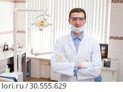 Купить «Young dentist with instruments», фото № 30555629, снято 10 июня 2016 г. (c) Tryapitsyn Sergiy / Фотобанк Лори
