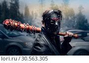 Купить «Bloody maniac in hockey mask», фото № 30563305, снято 7 ноября 2016 г. (c) Tryapitsyn Sergiy / Фотобанк Лори