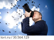 Male photographer with camera, birds on background. Стоковое фото, фотограф Tryapitsyn Sergiy / Фотобанк Лори