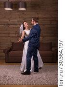 Newlyweds couple dancing wedding dance. Стоковое фото, фотограф Tryapitsyn Sergiy / Фотобанк Лори