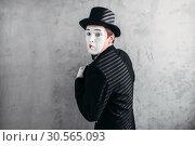Купить «Male comedy artist posing, circus actor», фото № 30565093, снято 12 февраля 2017 г. (c) Tryapitsyn Sergiy / Фотобанк Лори