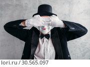 Купить «Circus artist posing, pantomime with white makeup», фото № 30565097, снято 12 февраля 2017 г. (c) Tryapitsyn Sergiy / Фотобанк Лори