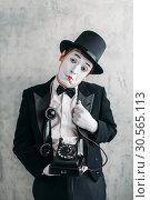 Купить «Pantomime actor performing with retro telephone», фото № 30565113, снято 12 февраля 2017 г. (c) Tryapitsyn Sergiy / Фотобанк Лори