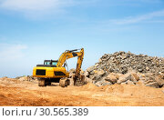 Купить «Excavation mashine works in a quarry», фото № 30565389, снято 25 февраля 2017 г. (c) Tryapitsyn Sergiy / Фотобанк Лори