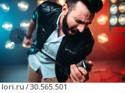 Bearded performer with microphone sing a song. Стоковое фото, фотограф Tryapitsyn Sergiy / Фотобанк Лори