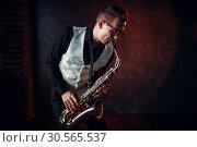Купить «Male saxophonist playing jazz melody on saxophone», фото № 30565537, снято 4 марта 2017 г. (c) Tryapitsyn Sergiy / Фотобанк Лори