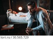 Man sitting on the chair against young ill woman. Стоковое фото, фотограф Tryapitsyn Sergiy / Фотобанк Лори