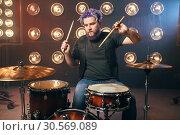 Купить «Bearded drummer with colorful hair on the stage», фото № 30569089, снято 10 ноября 2017 г. (c) Tryapitsyn Sergiy / Фотобанк Лори