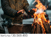 Stalker, male person warms his hands on fire. Стоковое фото, фотограф Tryapitsyn Sergiy / Фотобанк Лори