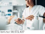 Beautician makes rejuvenation procedure to woman. Стоковое фото, фотограф Tryapitsyn Sergiy / Фотобанк Лори
