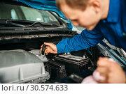 Male technician checks brake fluid level in car. Стоковое фото, фотограф Tryapitsyn Sergiy / Фотобанк Лори