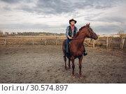 Купить «Cowboy riding a horse on a ranch, western», фото № 30574897, снято 20 октября 2018 г. (c) Tryapitsyn Sergiy / Фотобанк Лори