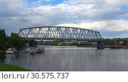 Купить «Вид на железнодорожный мост через пролив Кюрёнсалми облачным июньским вечером. Савонлинна, Финляндия», видеоролик № 30575737, снято 17 июня 2017 г. (c) Виктор Карасев / Фотобанк Лори