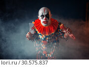 Bloody clown with meat cleaver and baseball bat. Стоковое фото, фотограф Tryapitsyn Sergiy / Фотобанк Лори