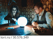 Young couple and fortune teller, spiritual seance. Стоковое фото, фотограф Tryapitsyn Sergiy / Фотобанк Лори