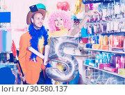 Купить «Family is preparing for fest», фото № 30580137, снято 11 апреля 2017 г. (c) Яков Филимонов / Фотобанк Лори