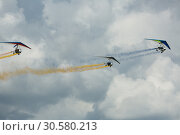 Купить «Flex-wing trikes flying in sky on air show», фото № 30580213, снято 20 мая 2018 г. (c) Яков Филимонов / Фотобанк Лори