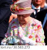 Купить «The Cartier Queens Cup at Guards Polo Club in Windsor Great Park Featuring: Queen Elizabeth II Where: Windsor, United Kingdom When: 18 Jun 2017 Credit: John Rainford/WENN.com», фото № 30583273, снято 18 июня 2017 г. (c) age Fotostock / Фотобанк Лори