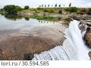Равнинный водопад Ниагара на реке Циевна (Cijevna), Черногория (2016 год). Стоковое фото, фотограф Кекяляйнен Андрей / Фотобанк Лори