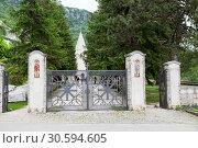 Купить «Кованые ворота в нижнем монастыре Острог. Черногория», фото № 30594605, снято 1 июня 2016 г. (c) Кекяляйнен Андрей / Фотобанк Лори