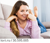 Woman posing easily with good mood. Стоковое фото, фотограф Яков Филимонов / Фотобанк Лори