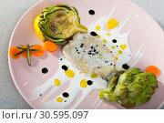 Купить «Tasty fried hake fillet with sauce and artichokes on plate», фото № 30595097, снято 17 июля 2019 г. (c) Яков Филимонов / Фотобанк Лори