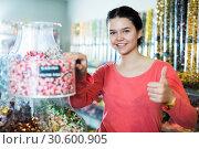 Купить «girl buying candies at shop», фото № 30600905, снято 22 марта 2017 г. (c) Яков Филимонов / Фотобанк Лори