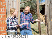 Купить «Male farmer talking to female neighbor», фото № 30606721, снято 17 октября 2019 г. (c) Яков Филимонов / Фотобанк Лори