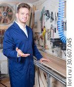 Купить «Woodworker practising his skills with milling cutter», фото № 30607045, снято 7 ноября 2016 г. (c) Яков Филимонов / Фотобанк Лори