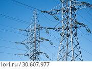 Линии электропередачи (ЛЭП) на фоне синего безоблачного неба. Город Электросталь. Стоковое фото, фотограф Кузин Алексей / Фотобанк Лори