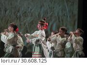 Детский танцевальный коллектив на сцене в ДК Балашиха (2019 год). Редакционное фото, фотограф Дмитрий Неумоин / Фотобанк Лори